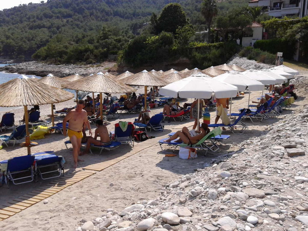 sand-beds-and-umbrellas-5