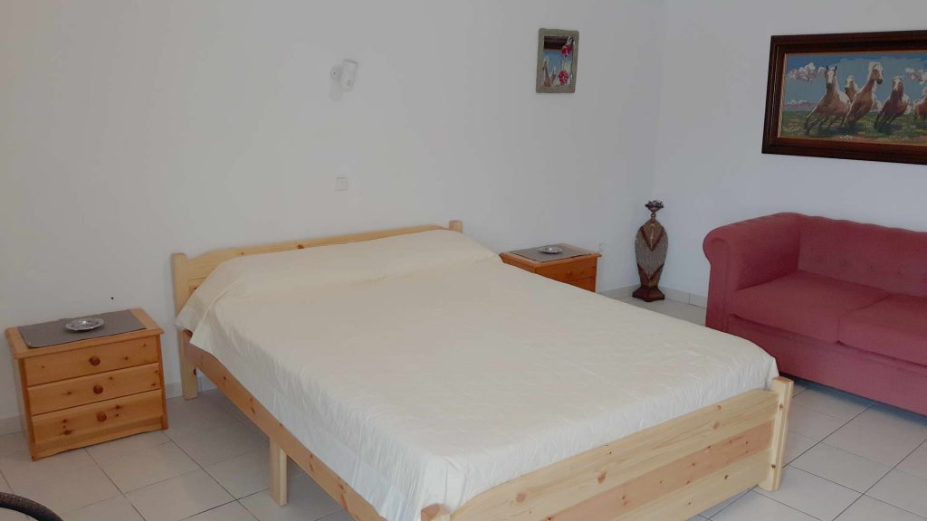4-bed apartment double bed1